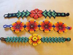 Seed Bead Jewelry, Seed Beads, Beaded Jewelry, Beaded Bracelets, Beaded Flowers Patterns, Beading Patterns, Beading Tutorials, Small Flowers, Loom Beading