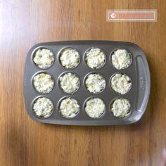 Astăzi vă gătit o rețetă de brioșe mai puțin tradițională. Brioșe cu piept de pui și cașcaval, o gustare neobișnuit de apetisantă. Ingredientele delicate și simple pe care le-am utilizat vă vor ademeni cu aroma