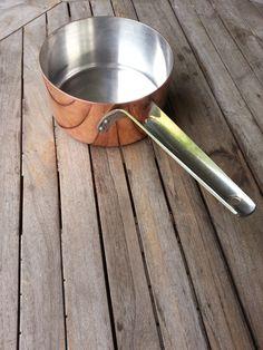 Stor flot kobbergryde (Georg Jensen) med sølv indvendig. Diameter ca. 20 cm. og højde ca 10 cm. Pris: 1000kr.
