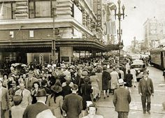 December 2, 1942 - Market at 5th Street - Hale Brothers Department Store and Christmas Shoppers - Source: S.F. Public Library