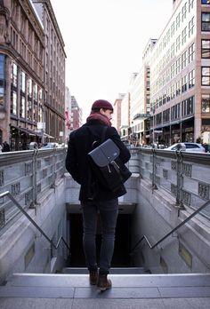 uni-rucksack-herren-stadt-ubahn-mann