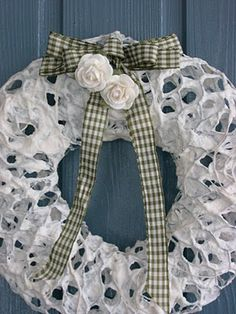Pajupirtti: Valkoinen Paperipitsikranssi Merry Christmas, Xmas, Holidays And Events, Burlap Wreath, Baby Car Seats, Paper Art, Diy And Crafts, Metallica, Concept