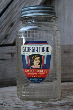 Antique Georgia Maid Sweet Pickles Glass Jar with Advertising Label and Zinc Lid Antique Glass Bottles, Glass Jug, Antique Glassware, Bottles And Jars, Vintage Mason Jars, Vintage Bottles, Vintage Dishes, Vintage Food, Vintage Items