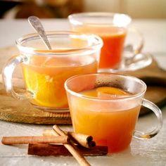 heisse Punsch-Rezepte für kalte Tage 1 Bio-Orange 2 l naturtrüben Apfelsaft 1 Päckchen Vanillezucker 2 Zimtstangen 4 Beutel Glühweingewürz evtl. Amaretto oder Obstler