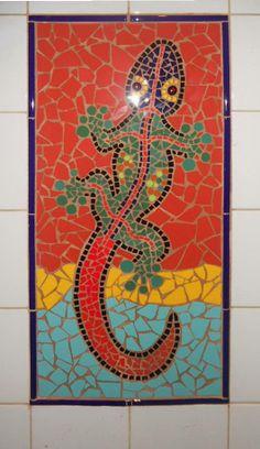 Mozaïek Gekko in de badkamer. gemaakt door Ceciel de Vries.
