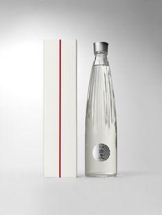 CDL | works | 黒松白鹿 デザインボトル