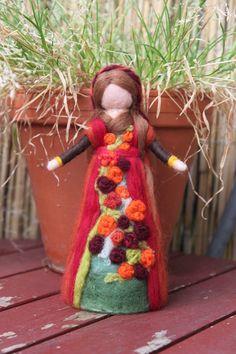 Herbstfee , Fee stehend von Jalda auf www.DaWanda.com/Shop/Jalda-Filz #Waldorfart #DIY#Deko