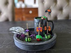 Halloween Displays, Halloween Decorations, Halloween Candy Apples, Fourth Of July Decor, Poison Apples, Kitchen Display, Witch Decor, Fake Food, Tray Decor