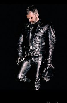 Leather Men, Black Leather, Tom Of Finland, Sexy Men, Suits, Woman, Friends, Leather Pants, Leather