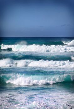 Blue Waves in Oahu, Oh Beatutiful. I wish some day to go back for a week. For fun and sun.