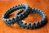 Slip on paracord bracelet - this site has tons of projects