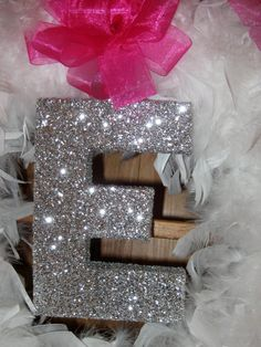 Glittered Monogram - On a Boa Wreath! Craft Gifts, Diy Gifts, Party Props, Party Ideas, Bedroom Crafts, Glitter Letters, College Gifts, Bling, Diy Art