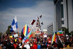 Chile: Multitudinarias marchas pacíficas saqueos incendios y enfrentamientos Chile, Clothing, Chili, Chilis