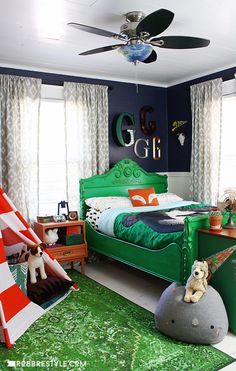 DIY Vintage Camping Bedroom design idea for little boys by RobbRestyle.com