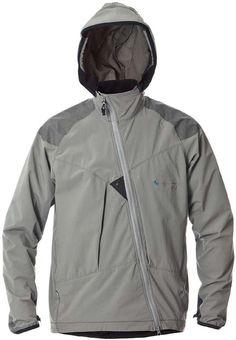 FRODE(フローデ)/薄手で軽量なストレッチソフトシェル素材を採用したフルジップジャケット。MFR2で、ほどよい防風性・高い透湿性・軽い撥水力により、アウトドアシーンからタウンユースまで幅広い季節で活用できる人気モデル。スリーブエンドには片手でも調整可能なストレッチドローコード・アジャスターを装備。裾は背面が長めにカットされており、片手でも調整可能なストレッチドローコード・アジャスターを装備。クレッタルムーセン製品を象徴する斜めに走るアシンメトリックのフロントダブルジップを採用、内面にはストームフラップを装備して防風性を高めています。負担のかかりやすい肩と肘部分には、伸縮性と耐久性に優れたコーティングで補強。リフレクター付。 S.O.G SCANDINAVIAN OUTDOOR AWARD 2010 受賞