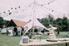 Das Hochzeitsmotto Festival ist absolut angesagt! Plane deine Festivalhochzeit mit unseren Tipps auf ThePerfectWedding .de und lass sie unvergesslich werden! Days Like This, Garden Wedding, Getting Married, Romantic, Table Decorations, Events, Website, Board, Check