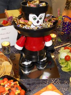Vampire centerpiece made from clay pots.So many possibilities for clay pots! Flower Pot Art, Clay Flower Pots, Flower Pot Crafts, Halloween Clay, Halloween Crafts, Holiday Crafts, Halloween Decorations, Clay Pot Projects, Clay Pot Crafts