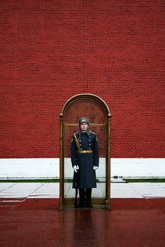 Red white charcoal // Guard of Honor at the Tomb of the Unknown Soldier Moscow, Russia