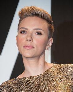 Scarlett Johansson e seu corte moicano