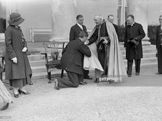 Irish President Eamon de Valera receiving the Archbishop of Dublin during the State Garden Party for the delegates of the World Education Conference at the Vice Regal Lodge, Phoenix Park, Dublin. Get premium, high resolution news photos at Getty Images Education Conferences, Timeline, Dublin, Phoenix, Presidents, Irish, Park, Garden, Room
