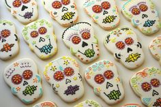 day of the dead skulls www.teenytinybakery.com Day Of The Dead Skull, Sugar Cookies, Skulls, Bakery, Halloween, Desserts, Food, Biscuits, Tailgate Desserts