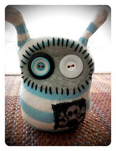 Super creative ways to use socks. Tons of cute creatures. From RAWR Creatures