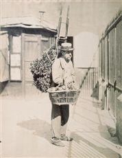 Marchand d'artichaut. Photographie d'Eugène Atget (1857-1927), août 1899. Paris, musée Carnavalet.