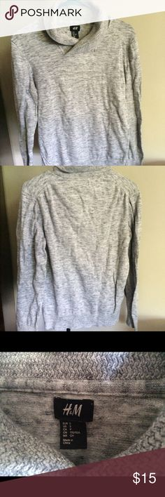 Like New Size S H&M Sweater This sweater is like new and so cute! Can be dressed up or down. H&M Sweaters