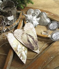 Beautiful hearts, easy to make. Love the silver deco<3
