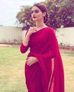 I want a saree like this and wear it like this with tese type of jewelleries ? I want a saree like this and wear it like this with tese type of jewelleries ? Pakistani Dresses, Indian Dresses, Indian Outfits, Indian Sarees, Indian Salwar Kameez, Indian Attire, Indian Ethnic Wear, Saree Dress, Dress Up