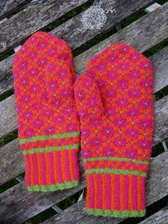 Dottelot: Udenfor sæsonen The Effective Pictures We Offer You About handschuhe sitricken drops A qua Wrist Warmers, Hand Warmers, Crochet Mittens, Knit Crochet, Fingerless Gloves Knitted, Owl Hat, Knitting Accessories, Drops Design, Keep Warm