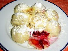 1_recepty-na-svestkove-knedliky Slovak Recipes, Czech Recipes, What To Cook, Graham Crackers, Yummy Treats, Sweet Recipes, French Toast, Food And Drink, Cooking Recipes