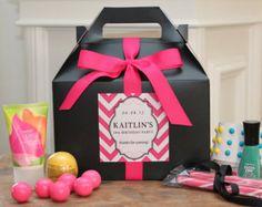 caixa de surpresas- isso é uma lembrancinha bem fácil de ser feita...voce pode colocar dentro doces, esmalte, maquiagem, é só usar a criatividade!