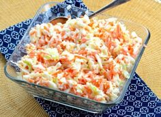KFC Copycat Coleslaw - Oh yea! This coleslaw recipe is a spot-on KFC copycat coleslaw! If you like sweet and tangy chopped coleslaw this is definitely the recipe to use. Copycat Kfc Coleslaw, Vegan Coleslaw, Coleslaw Salat, Law Carb, Top Secret Recipes, Summer Side Dishes, Cole Slaw, Cooking Recipes, Skinny Recipes