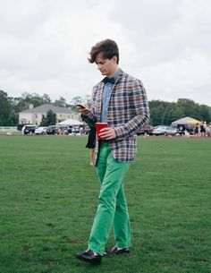 Madras blazer and green trousers Mens Fashion Casual Shoes, Preppy Mens Fashion, Men Fashion Show, Mens Fashion Suits, Preppy Outfits, Preppy Style, Gents Suits, Ivy Style, Classy Men