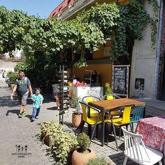 Top 8 Reasons to #EcoTravel to #Georgia #Europe #streetside #cafe #Tbilisi #georgianwines #travel