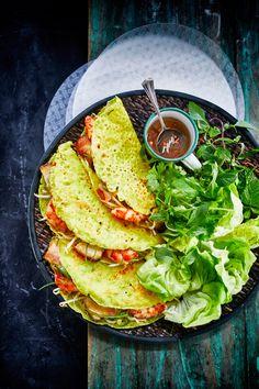A foodie's journey through Vietnam Banh Xeo, Asian Street Food, Viet Food, Vietnamese Cuisine, Omelette, Sem Lactose, Food Platters, Asian Cooking, Food Menu