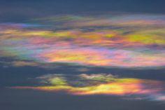 Fotografía de nubes iridiscentes captadas sobre Mutare (Zimbabue), al atardecer del viernes, 27 de enero de 2017 (18:20 - hora local). La fotografía fue hecha con una cámara Panasonic Lumix DMC-TZ60; tiene un tiempo de exposición de 10/13000 segundos y 100 de ISO... #nubesiridiscentes #zimbabue