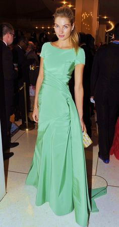 How gorgeous is Jessica Hart in green??