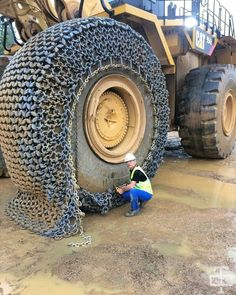 PsBattle: Worker putting chains on a tractor wheel Bugatti, Ferrari, Funny Cat Pictures, Awkward Moments, Winter Is Coming, Heavy Equipment, Amazing Cars, Awesome, Rolls Royce