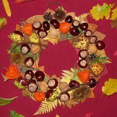 Couronne d'automne avec des éléments naturels