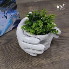 Cement Flower Pots, Diy Concrete Planters, Concrete Garden, Diy Planters, Cement Art, Concrete Crafts, Diy Crafts For Home Decor, Diy Crafts Hacks, Craft Ideas
