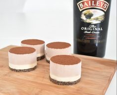 Mini Baileys Cheesecake – Tine's Verden Baileys Cheesecake, Chocolate Cheesecake Recipes, Easy Cheesecake Recipes, Cheesecake Bites, Pumpkin Cheesecake, Dessert Recipes, Desserts, Bailey Mousse, Mango Mousse