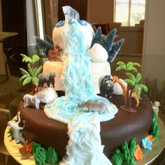 Waterfall cake with animals for a 7 year old girl's birthday