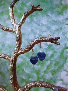 Oorbellen met een hartje van sodaliet en zilveren oorbelhaakjes, valentijnsdag