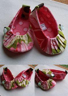 Petite Baby Booties by Bridget Baxter, via Flickr.