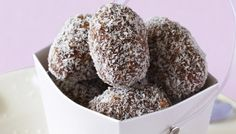 Sweet truffles made from coconut, cocoa and chopped walnuts. Edible Christmas Gifts, Xmas Food, Christmas Cooking, Christmas Desserts, Christmas Recipes, Christmas Ideas, Traditional Trifle Recipe, Easy Desserts, Dessert Recipes