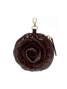 Monedero / llavero en forma de flor, con cremallera, de la línea Samantha. Realizado en polipiel labrada en coco. Ideal para colgar del bolso kelly, de la misma línea.