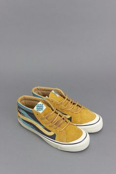 VANS TH SK8-MID LX (CHIMAYO) GOLDEN BROWN aka's reinterpretation of the Classic Sk8-Mid form is influenced by the native patterns of New Mexico. Available in Formula One and Golden Brown, the Chimayo-inspired mid-tops feature premium detailing such as woven quarter panels, hairy suede overlays and leather side stripes. Style: VN-0VOQAV5 Color: (Chimayo) Golden Brown