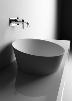 What do you all think of this vessel sink? So minimal, perfect for a 1/2 bath!